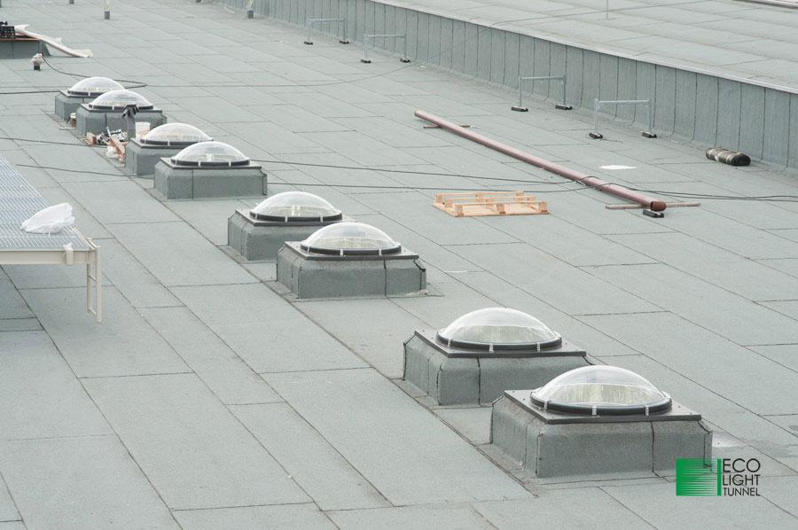 Świetliki przemysłowe Eco Light tunnel na dachu hali