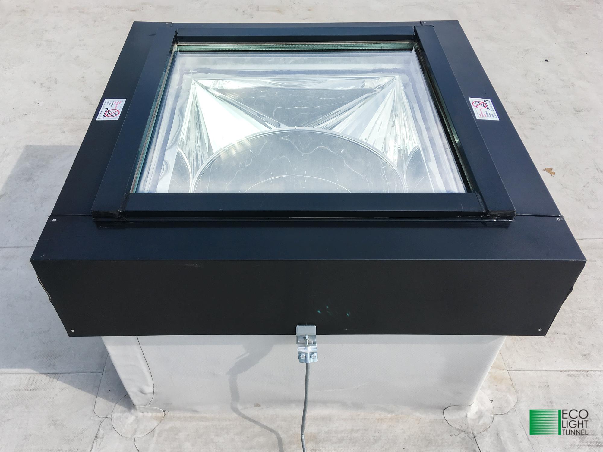 Świetlik tunelowy z płaskim elementrem dachowym EI30